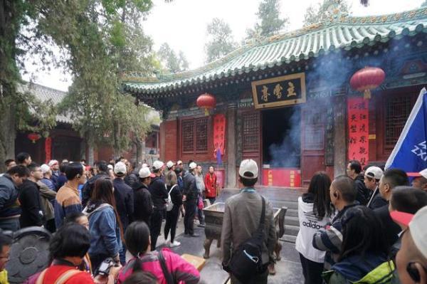 嵩山少林寺旅游淡季不淡,虽拥挤但有序,寺院不烧高香大香成共识