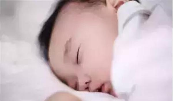 大胆人体生殖器艺术_婴幼儿较有安全感:趴睡时,人体较脆弱与敏感的前胸部,腹部及外生殖器