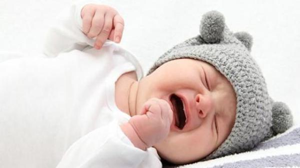 婴儿抓狂的图片 可爱