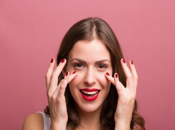 用_得避开使用眼霜的五大误区