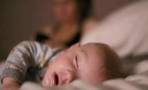 宝宝饿的图片可爱