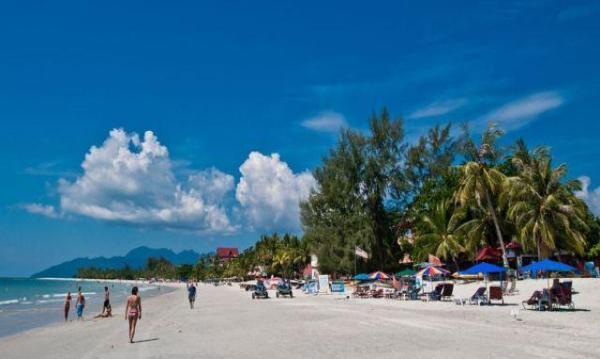 兰卡威地理位置靠近泰国,如果时间和签证都方便,可以和泰国的丽贝岛