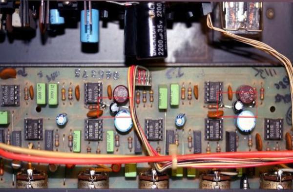这台比上次的损坏较多. 1 滤波电容损坏换新. 2 继电器坏,喇叭无法接上不会响. 3 前置OPIC电源稳压晶体损坏,,OPIC不工作,也无声. 4 波段开关接触不良. 5 交连电容不通,要换新的. 机子老旧,毛病很多,修起来很费时 修这台心情都糟透了!!! 两个滤波点解电容损坏有哼声,电压升不起来 继电器不通 晶体烧断,OPIC 无电源