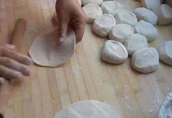 水煎包的做法,从和面到调馅到煎,步骤详细